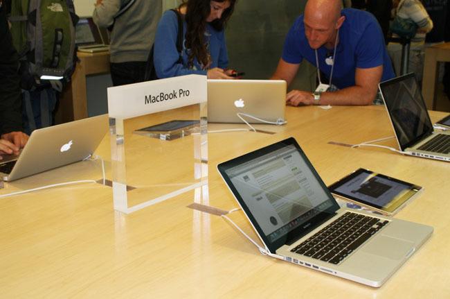 MacBook en una Apple Store