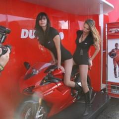 Foto 15 de 35 de la galería las-pit-babes-de-estoril-en-una-ducati-1098 en Motorpasion Moto