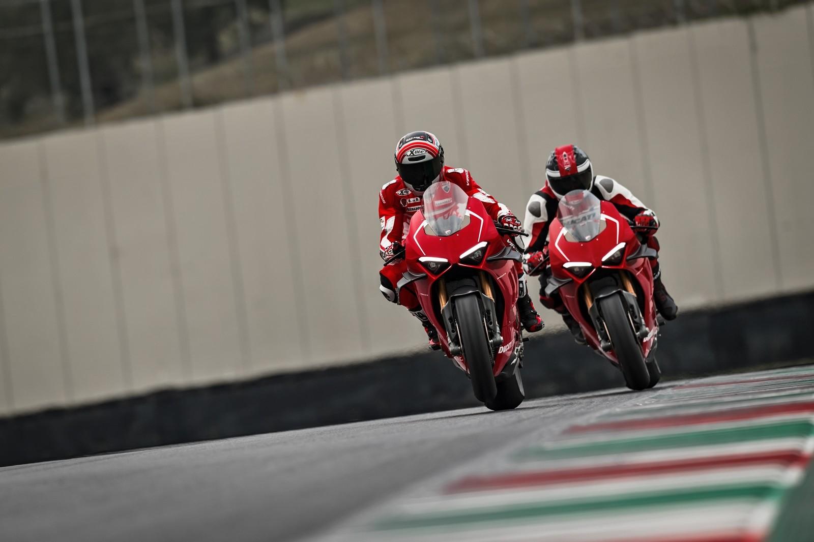Foto de Ducati Panigale V4 R 2019 (33/87)