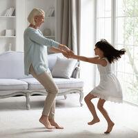 Las actividades físicas que puedes realizar en la niñez y la adolescencia para tener unos huesos fuertes en la vejez (especialmente si eres mujer)