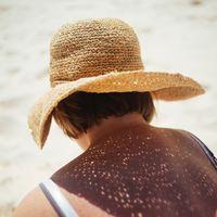 Tres claves para aplicar el protector solar de forma correcta: cuándo, dónde y cuánto