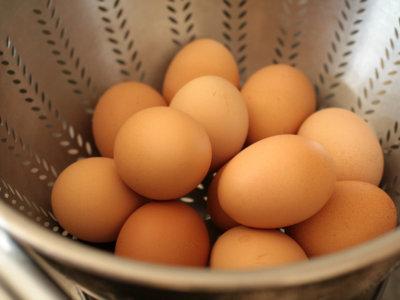 Refrigerar o no los huevos