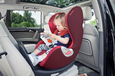 Cambia la norma sobre llevar niños en el asiento delantero del coche