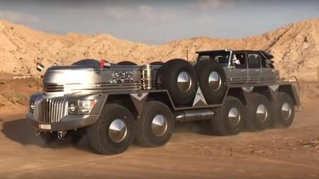 Este extraño vehículo de 10 ruedas es la última excentricidad que llega desde los Emiratos Árabes