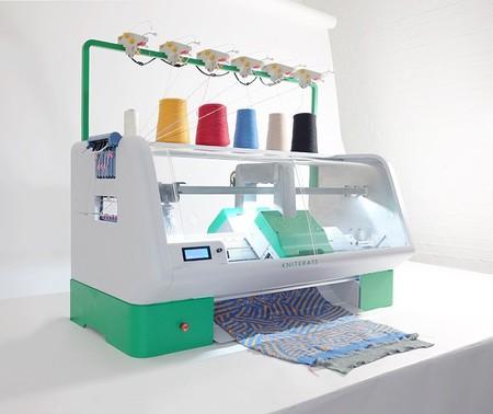 Una máquina de tejer industrial de bolsillo