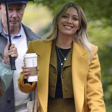 Hilary Duff nos muestra su primer look como Lizzie McGuire y ya no podemos aguantarnos al estreno de la serie