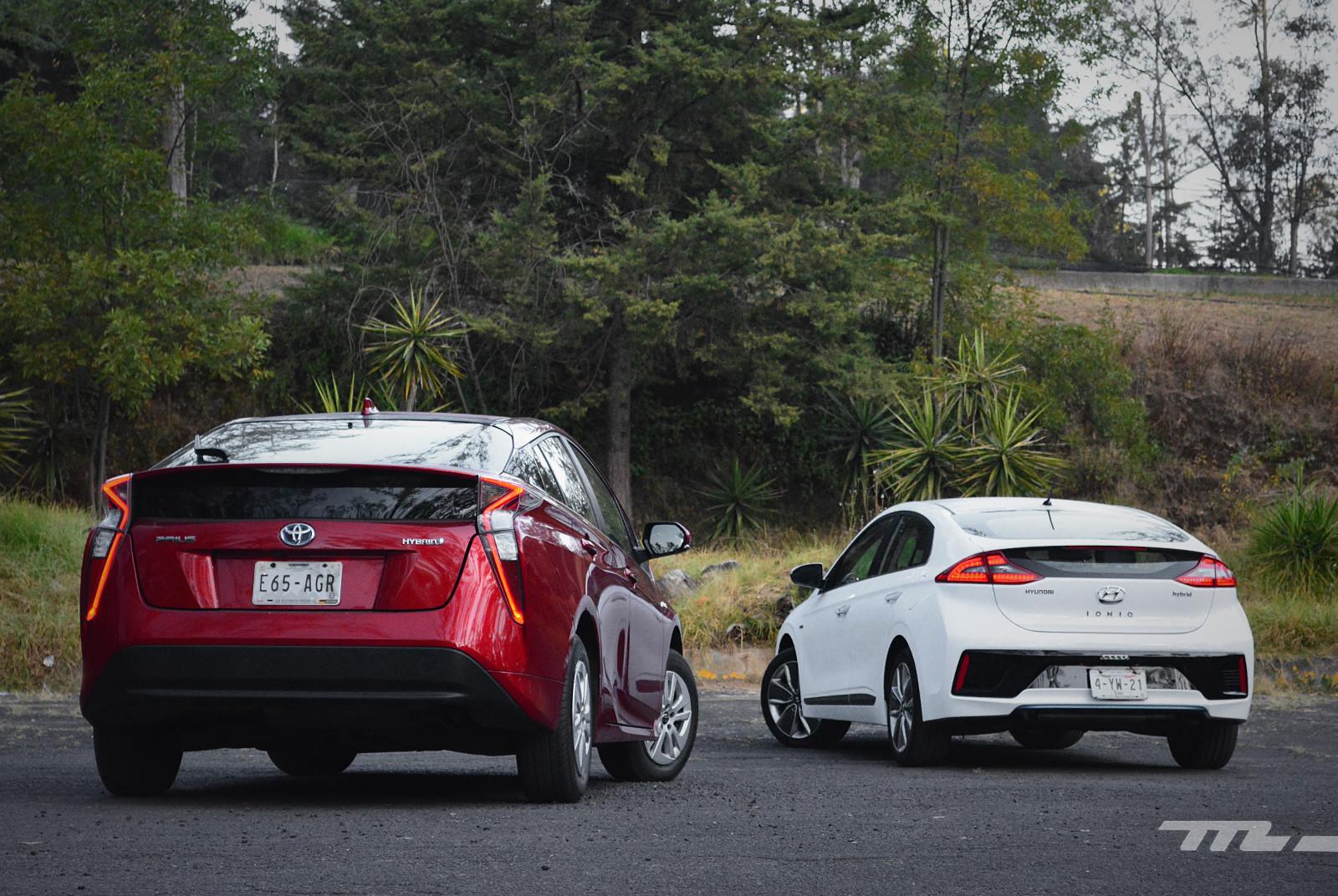 Foto de Hyundai Ioniq vs. Toyota Prius (5/22)