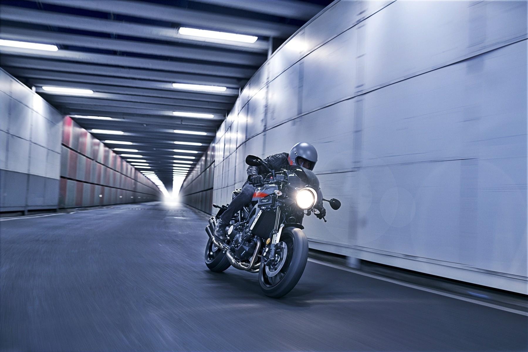 Foto de Yamaha XRS900 Abarth (12/38)