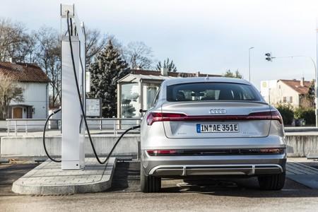 Audi 'transformará' sus fábricas en puntos de carga para coches eléctricos con una inversión de 100 millones de euros