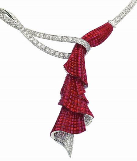 """El collar """"Entrée en Scène"""", un homenaje de Van Cleef & Arpels a la Opéra Garnier de París"""