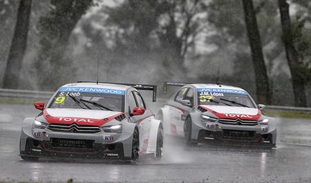 La lluvia desluce la cuarta cita de la temporada en el Mundial de Turismos
