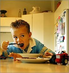 Los niños deben comer de todo, pero en su justa medida