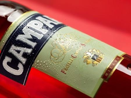 La nueva botella de Campari a la altura de su nueva embajadora
