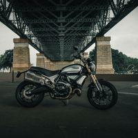 Las Ducati Scrambler 1100 esperan dos hermanas con apellido 'Pro' que aparecen de refilón en este teaser