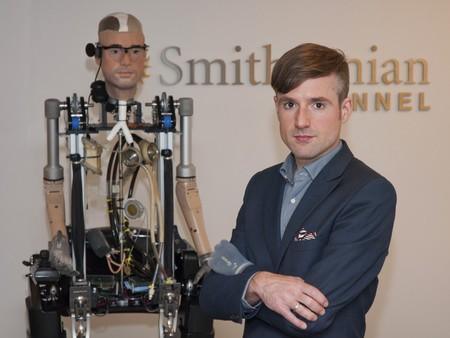 ¿Cuál es el humano artificial con más elementos biónicos?
