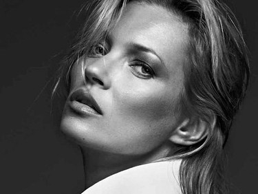 Kate Moss cumple cuarenta y dos, las celebrities la felicitan, pero ¡faltábamos nosotros!