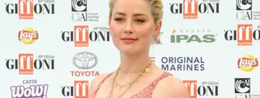 Amber Heard nos recuerda el poder del rosa y las joyas minimalistas para triunfar este verano