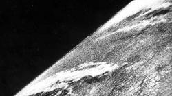 La primera fotografía de la Tierra tomada desde el espacio