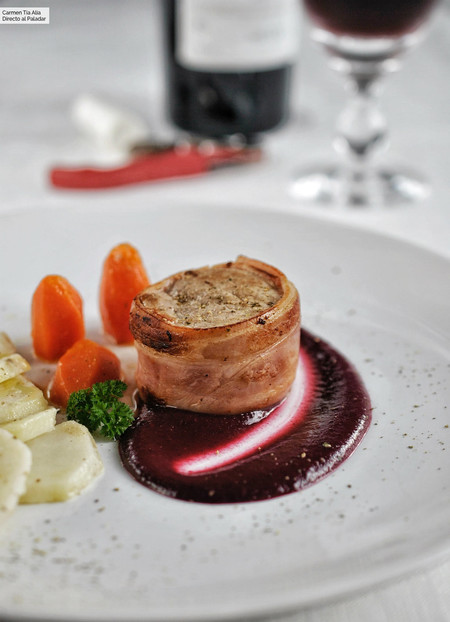 Tournedó de solomillo de cerdo con salsa de frutos rojos