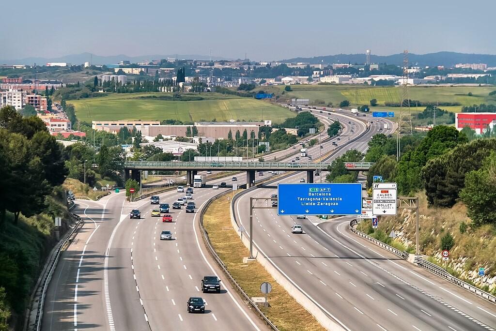 El pago por uso de las autopistas llegará a España: el Gobierno confirma esta medida y ya se ha filtrado una posible tarifa