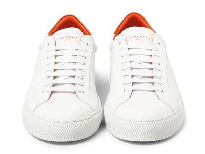 La moda no se cansa de los white sneakers: aprende a mantener los tuyos inmaculados