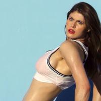 Alexandra Daddario correrá en la película de 'Los vigilantes de la playa'