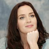 Emily Blunt podría sustituir a Katie Holmes en 'The Dark Knight'