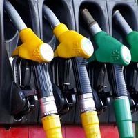 El precio del petróleo cae por el coronavirus y la guerra interna de la OPEP lo termina de hundir