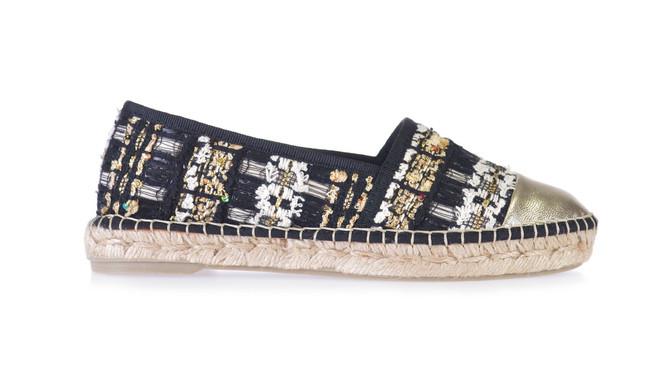 0eeefc56fec Si te gustan las zapatillas de esparto de Chanel