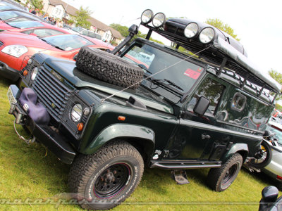 Unos Land Rover Defender muy british