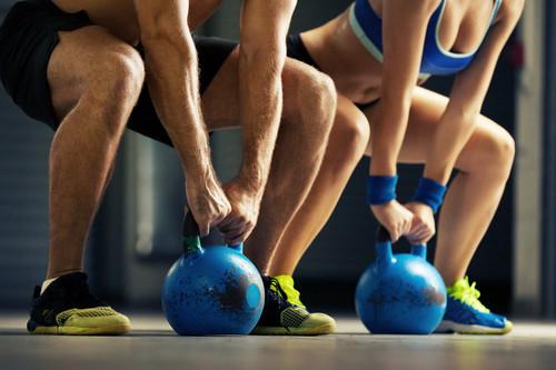 Los nueve mejores ejercicios con kettlebells o pesas rusas para trabajar todo tu cuerpo