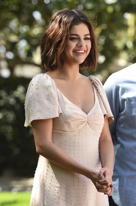 Selena Gómez luce el vestido bohemio que todas deseamos para este el verano