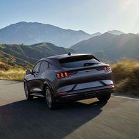 El Ford Mustang Mach-E seguirá siendo un SUV eléctrico que podrá rugir como un Mustang de gasolina... pero sólo en el interior