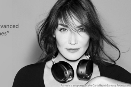 She is back. Carla Bruni regresa al pasado para buscarse un futuro