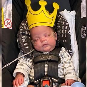 Nació en la semana 22 y pesaba 454 gramos, hoy ya está en casa después de 133 días ingresado en cuidados intensivos
