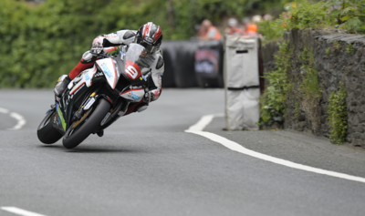 "IOMTT 2015: doblete de Ian ""Hutchy"" Hutchinson en Supersport y Superstock"
