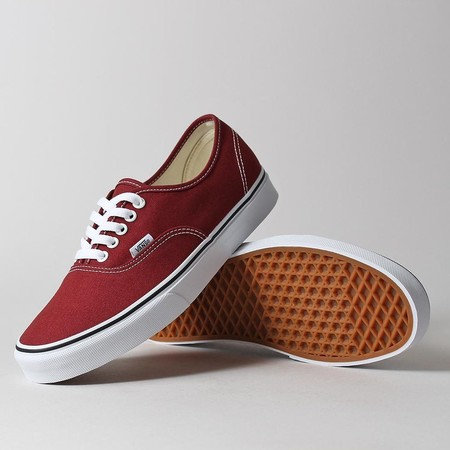 Zapatillas de lona Vans Authentic desde sólo 21,70 euros y envío gratis con Amazon Prime