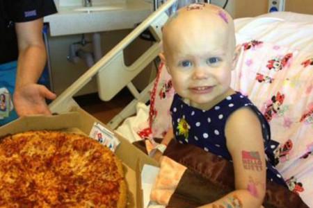 Unas pizzas para hacer feliz a una niña enferma, y hacerle sentir 'que es como los demás'