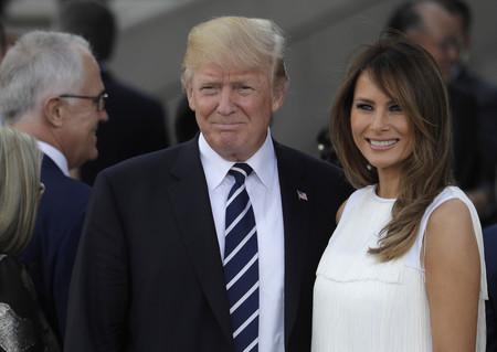 No nos gusta tu marido, pero amamos tu armario: los 36 looks de temporada de Melania Trump que nos han dejado KO