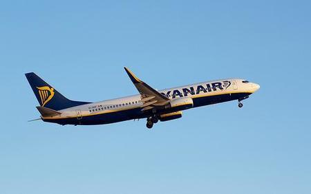 Ryanair venderá cigarrillos sin humo a sus pasajeros fumadores