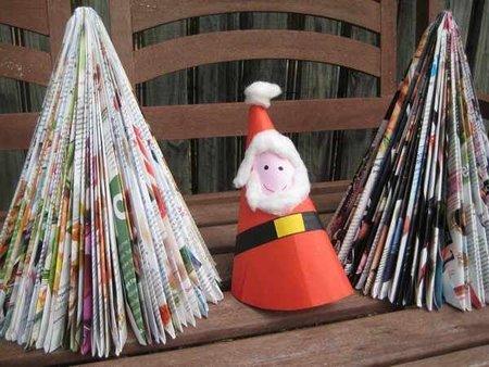 Recicladecoración: un árbol de Navidad con una revista