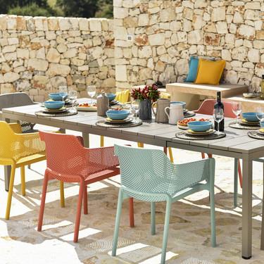 Resistente, extensible, desmontable y de diseño: así es la mesa ideal para exteriores según Nardi