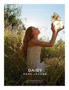 Juergen Teller sustituye a Sofia Coppola detrás del objetivo de Daisy by Marc Jacobs