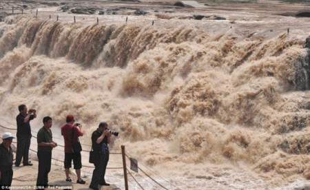 Hukou Waterfall 105 590x362