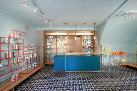 Espacios para trabajar: La farmacia de los Austrias, diseñada para no parecer una farmacia