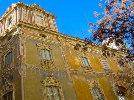 Un palacio en el centro de Valencia: el Museo Nacional de Cerámica