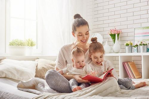 Leer en voz alta a tus hijos tiene grandes beneficios para su desarrollo socio-emocional