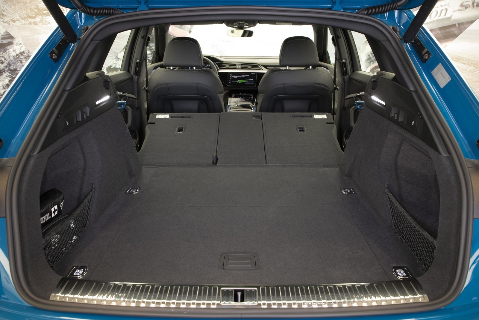 Foto de Audi e-tron (102/111)