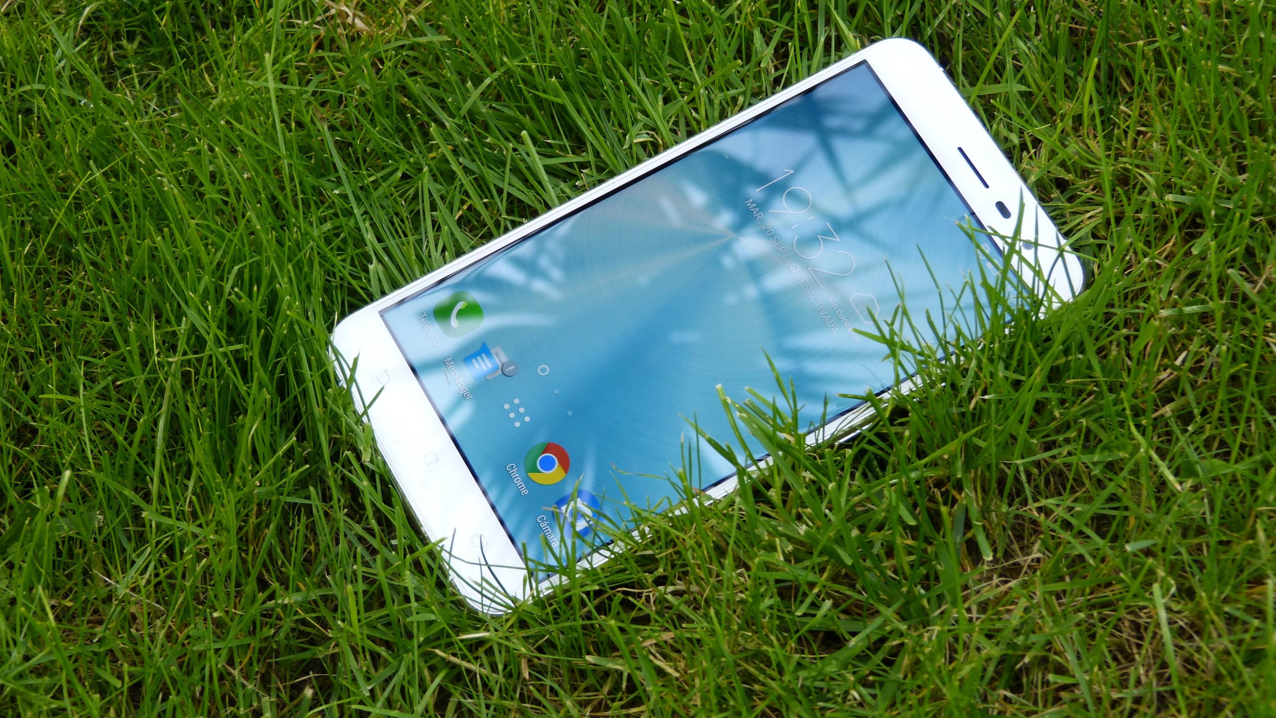Foto de ASUS Zenfone 3 (ZE552KL), diseño (19/29)