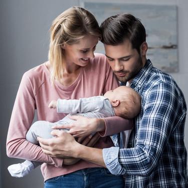 ¿Equiparar la baja de paternidad o ampliar la de maternidad? Diferentes posturas sobre la conciliación